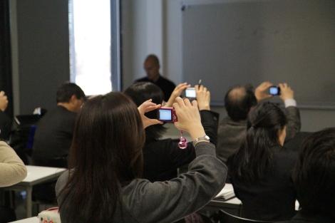 Japanilaiset vieraat tallensivat lähes kaiken kameroillaan. Kuva: Heli Toivonen.