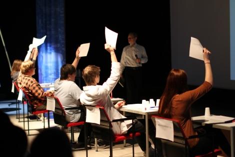 Tietäjä-visan finaalissa oli viisi kilpailijaa. Kuva: Antti Pentikäinen.