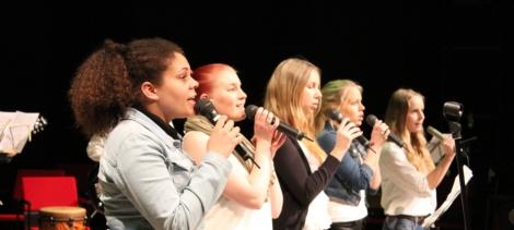 Angelique Kidjon kappale Agolo sai helmeilevän tulkinnan Tilun musaopiskelijoiden käsittelyssä. Kuva: Antti Pentikäinen.