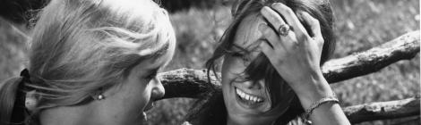 Mikko Niskasen ohjaama Käpy selän alla kuvasi 1960-luvun nuorisoa raikkaasti ja rehellisesti. Elokuva toimii edelleen loistavasti. Kuva: IhmeFilmi.