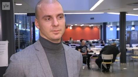 Rehtori Ari Rankia haastateltiin Yleisradion uutislähetyksiin sekä nettiin. Kuva: YLE.
