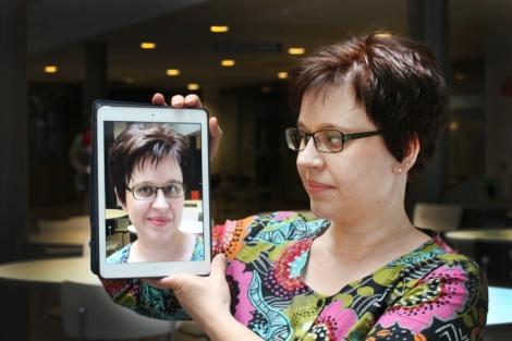 Maijaleena on opiskellut myös iPadin käyttöä opetuksessa. Kuva: Antti Pentikäinen.