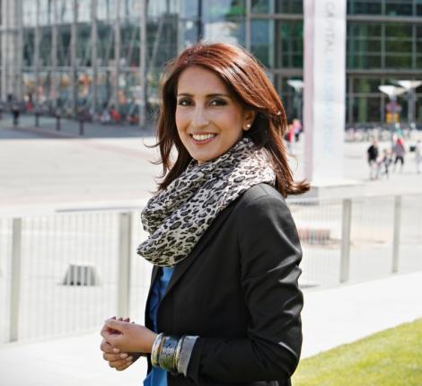 Nasima Razmyar on yksi SDP:n ehdokkaista Euroopan parlamenttiin. Kuva: www.nasima.fi.