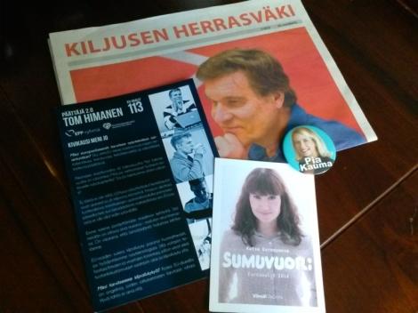 Ehdokkaat jakoivat tilaisuudessa vaalimateriaalejaan. Kuva: Camilla Lepistö.