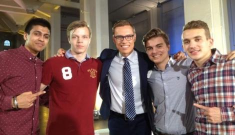 Vielä yksi Stubb-kuva: Harmanvir Saini, Toni Tähtinen, alexander Stubb, Jere Sundqvist ja Artturi Peltola.