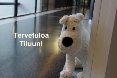 Milou toivottaa opiskelijat, opettajat ja muun henkilökunnan tervetulleiksi Tiluun. Kuva Pipsa Hämäläinen ja Tua Valtonen.