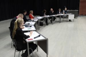 Paneelikeskustelun juonsivat Aino Tammeleht (edessä) ja Leona Pälvimäki (oikealla). Kuva: Antti Pentikäinen.
