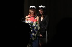 Kati Vinnikainen ja Julia Saari pitivät ylioppilaan puheen. Kuva: Heli Toivonen.